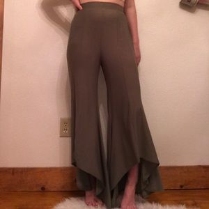 Green high waisted flowy pants